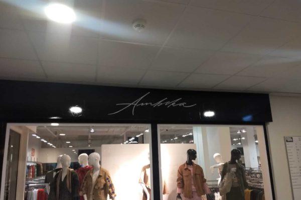 Ambika winkel fashion bestickering